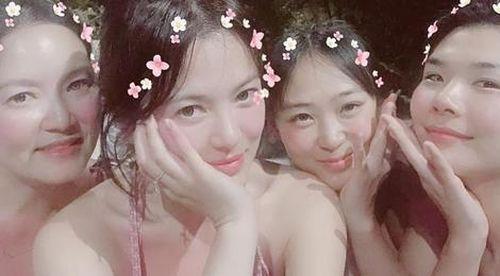 Song Hye Kyo xinh đẹp, vui vẻ quậy bên bạn bè ở Thái Lan