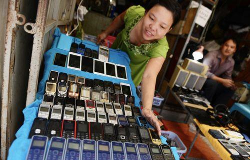 Khách Tây ngạc nhiên với chợ điện tử 'gì cũng có' ở Sài Gòn