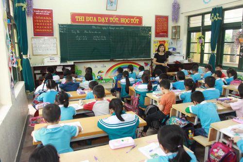 Hết sợ tin đồn dịch bệnh, học sinh ở Thái Bình đi học trở lại