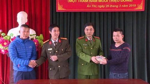Hưng Yên: Người dân nhặt được chiếc túi chứa 150 triệu đồng đem nộp công an