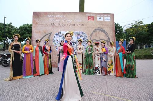 'Nguyệt thảo mai' bất ngờ làm mẫu trong đêm nhạc Trịnh Công Sơn