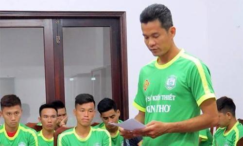 VFF phạt nặng cầu thủ Cần Thơ đá bóng về lưới nhà