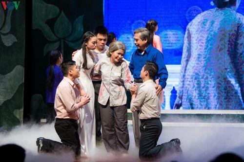 Đêm diễn đầu tiên vở cải lương 'Cuộc đời của mẹ' tại nhà hát VOV, Hà Nội