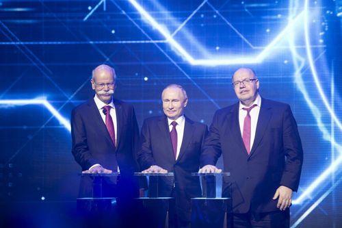 Ông Putin tươi cười trong ngày ra mắt nhà máy Mercedes đầu tiên ở Nga