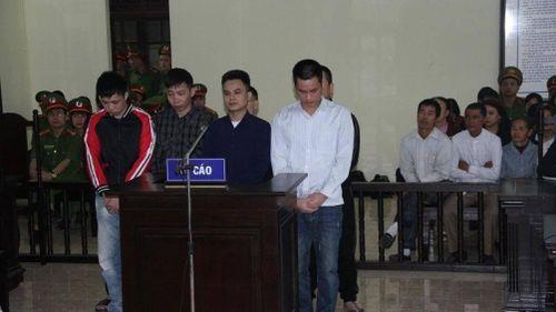 Gây rối trật tự công cộng vụ 'quan tài diễu phố', 8 bị cáo lĩnh án