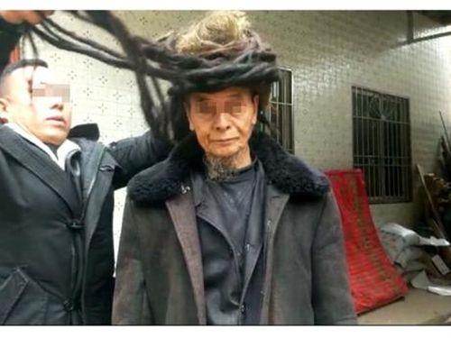 Cụ ông sở hữu mái tóc dài 5,5 mét gây sốt cộng đồng mạng