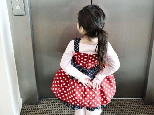 Làm gì để thang máy không còn là nỗi kinh hoàng của phụ nữ, trẻ em gái?