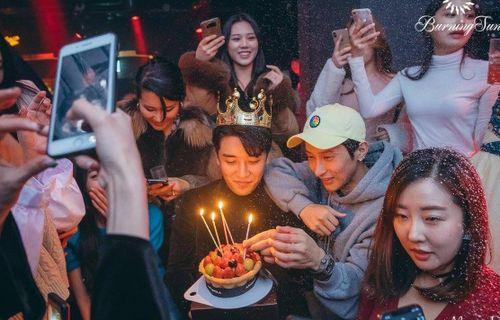 Hộp đêm cũ của Seungri thuê trẻ vị thành niên, dính líu Hội Tam Hoàng