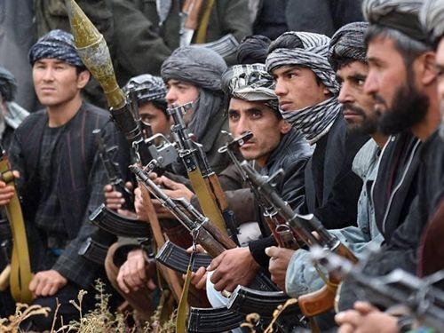 Hàng trăm chiến binh Taliban tấn công quân đội Afghanistan