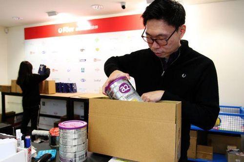 Bí ẩn trong shop toàn tiếng Tàu, bán hàng chuyển thẳng về Trung Quốc
