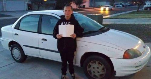Thương mẹ không có xe đi lại, cậu bé 13 tuổi tự làm điều bất ngờ khiến cả nhà sốc