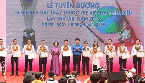 Vinh danh 10 gương mặt thầy thuốc trẻ Việt Nam tiêu biểu