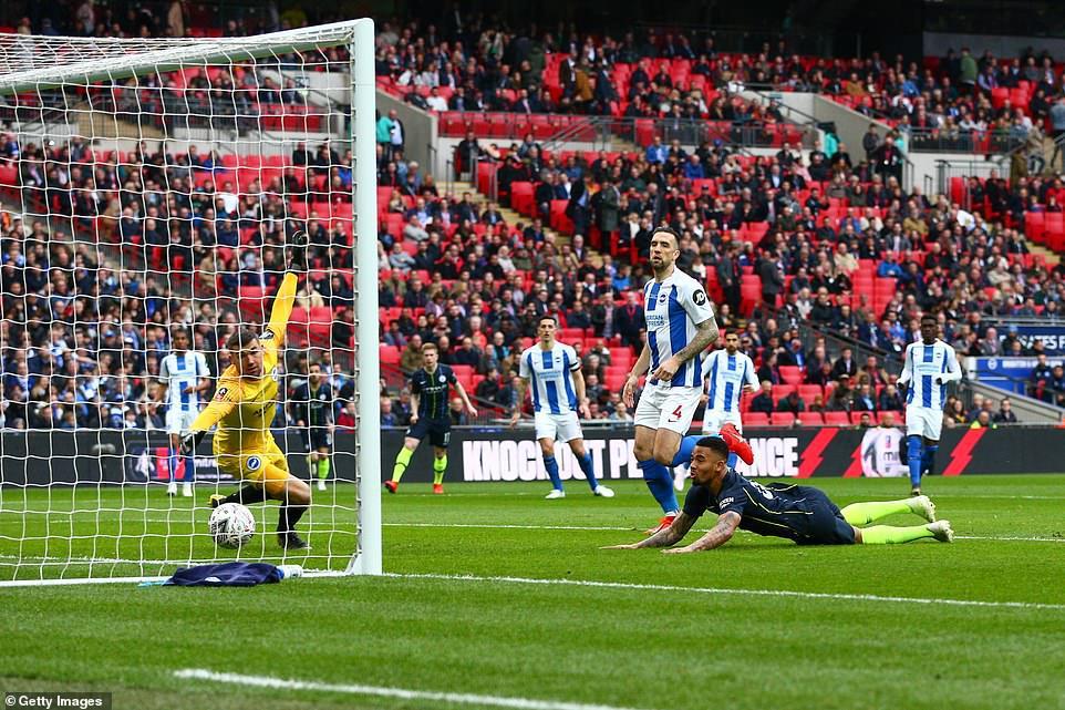 Gabriel Jesus 'bắn hạ' Brighton, Man City vào chung kết FA Cup