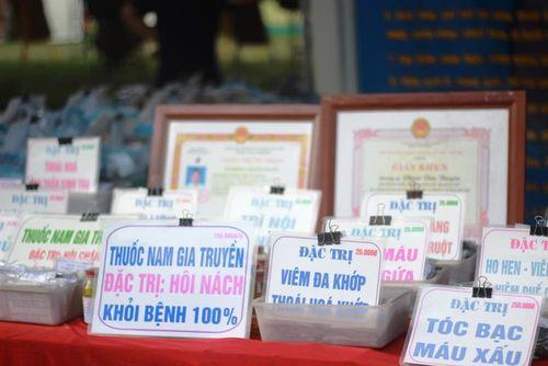 Cận cảnh Festival văn hóa truyền thống bị chỉ trích