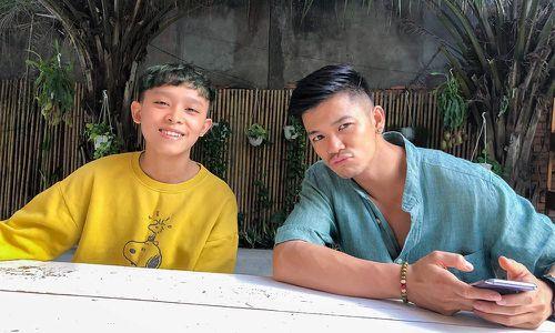 Trọng Hiếu bất ngờ hát nhạc dân ca cùng quán quân Idol Kids Hồ Văn Cường