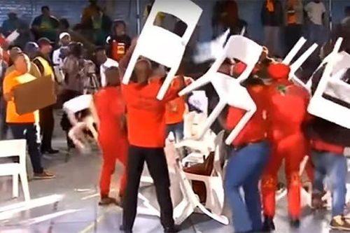Các nghị sĩ Nam Phi dùng ghế 'choảng' nhau trên sóng truyền hình trực tiếp