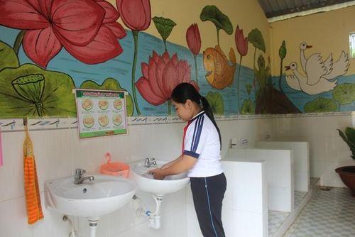 Để nhà vệ sinh trở nên thân thiện với học sinh