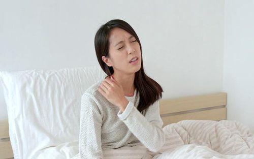 Không cần thuốc, áp dụng các biện pháp này cơn đau vai sẽ nhanh chóng giảm xuống