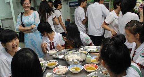 Ám ảnh 'bóng ma' thực phẩm bẩn trong nhà trường