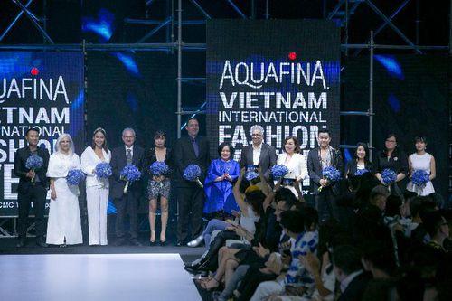 Minh Tú, Võ Hoàng Yến lộng lẫy trong đêm VietNam International Fashion Week 2019