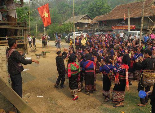 Độc đáo Tết té nước của dân tộc Lào ở Điện Biên
