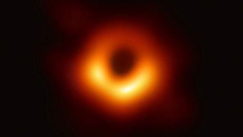 To gấp 3 triệu lần Trái Đất - Hố đen là có thật!