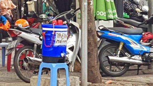 Sài Gòn nắng nóng gay gắt, hàng giải nhiệt đắt khách