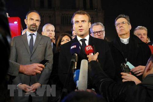 Tổng thống Pháp cam kết phục dựng Nhà thờ Đức Bà trong vòng 5 năm