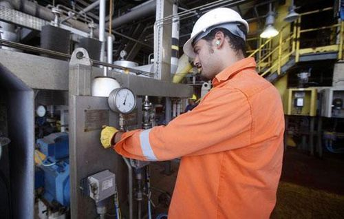 Giá dầu bất ngờ giảm nhẹ do lo ngại OPEC không kéo dài thỏa thuận giảm sản lượng