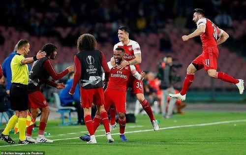 Siêu phẩm của Lacazette giúp Arsenal đả bại Napoli trên đất Ý