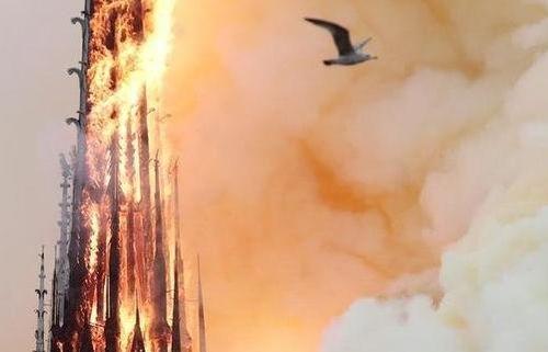 Nghi vấn 'thủ phạm' gây ra vụ hỏa hoạn ở Nhà thờ Đức Bà Paris