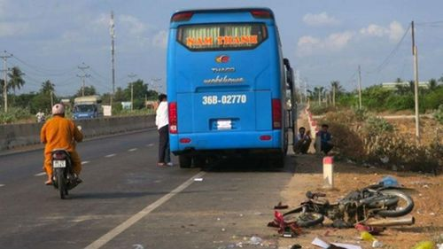 Hai vợ chồng bị xe khách giường nằm tông tử vong