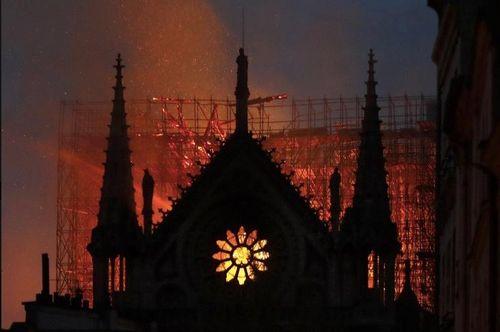 Chỉ mặt 'thủ phạm' gây cháy Nhà thờ Đức Bà Paris