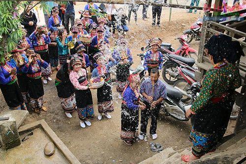 Độc đáo Tết Té nước của dân tộc Lào