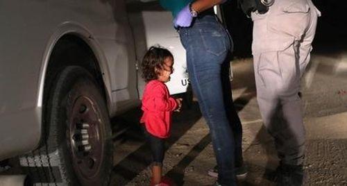 'Bé gái khóc tại biên giới' đoạt giải ảnh báo chí năm 2019