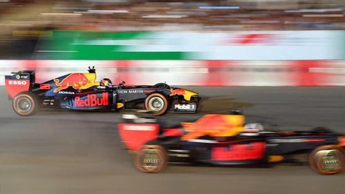 Mãn nhãn với màn trình diễn của xe F1 trên đường đua Hà Nội