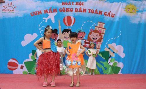 Học sinh mầm non Hà thành biểu diễn thời trang tái chế kêu gọi bảo vệ môi trường