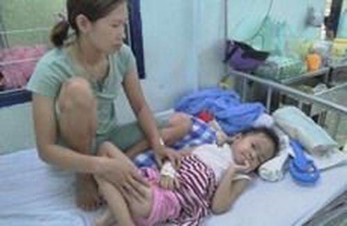 Kon Tum: Bé gái 5 tuổi bị chó nhà nuôi cắn đã qua cơn nguy kịch
