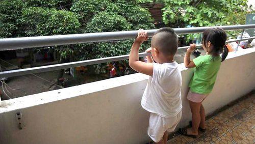 Trẻ em ngã từ chung cư: Làm gì để tránh những tai nạn thương tâm?