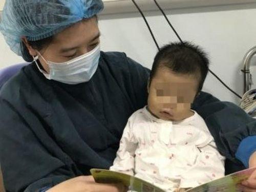 Bố hiến gan cứu con 1 tuổi là bệnh nhân nhỏ tuổi nhất được ghép gan