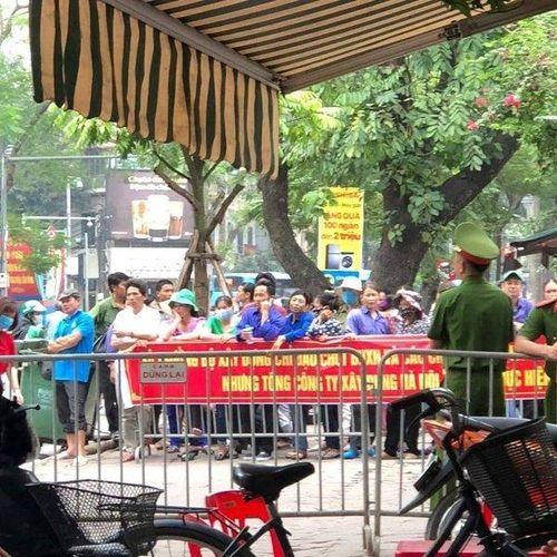 Hàng trăm công nhân 'bủa vây' bộ Xây dựng cầu cứu