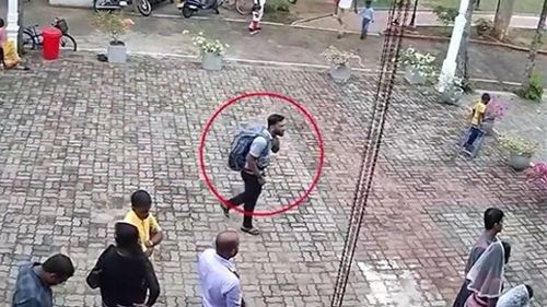 Kẻ đánh bom đeo ba lô đi qua nhiều nơi để vào nhà thờ Sri Lanka