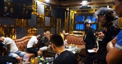 Hơn 120 công an ập vào quán karaoke và khách sạn, bắt hàng chục đối tượng 'gái gọi' và 'bay lắc'