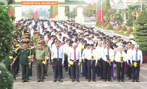 Viếng Nghĩa trang liệt sĩ tỉnh nhân kỷ niệm 30-4