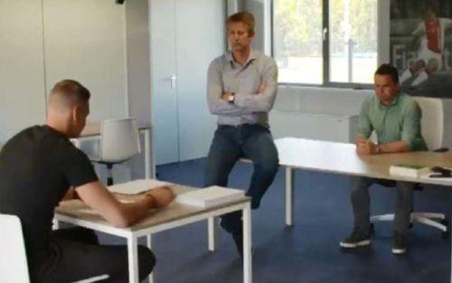 Tân binh Ajax chép phạt 1.000 lần vì nói xấu CLB