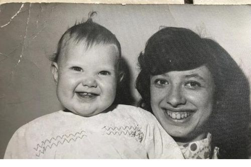 Hãi hùng bà mẹ cất giữ xác 4 đứa con chết non trong tủ quần áo suốt 20 năm