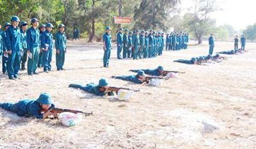 'Sao vuông' Bình Thuận luyện quân, giúp dân