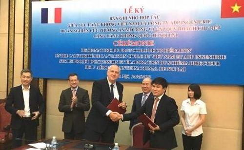 Pháp giúp Việt Nam nghiên cứu mở rộng sân bay Nội Bài