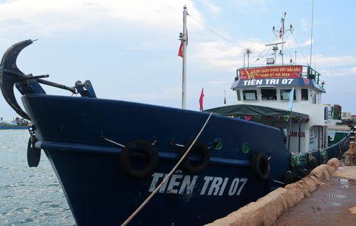 Điều tàu chở 60.000 lít xăng ra đảo Lý Sơn