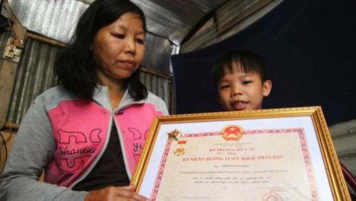 Người mẹ nghèo hiến tạng con để cứu 6 người